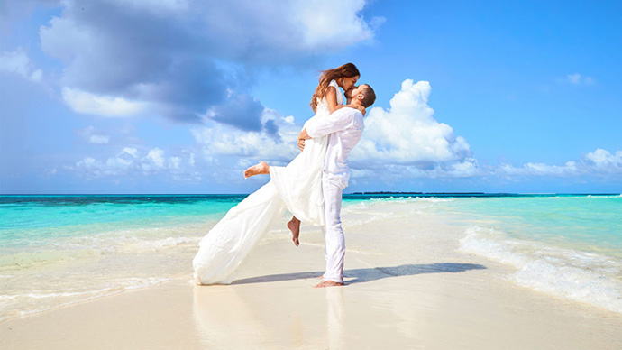 par se ljubi na plaži