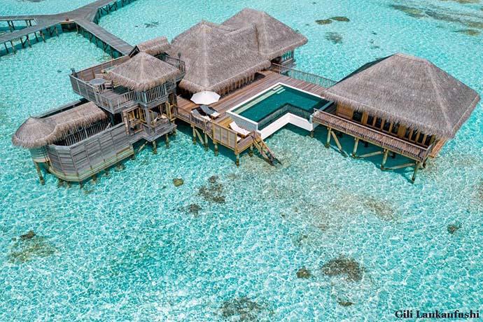 bungalov na tirkiznoj vodi