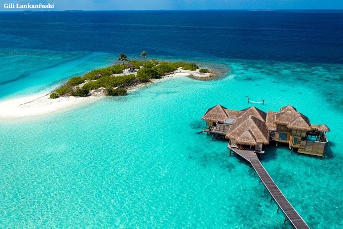 malo ostrvo i kuća na vodi