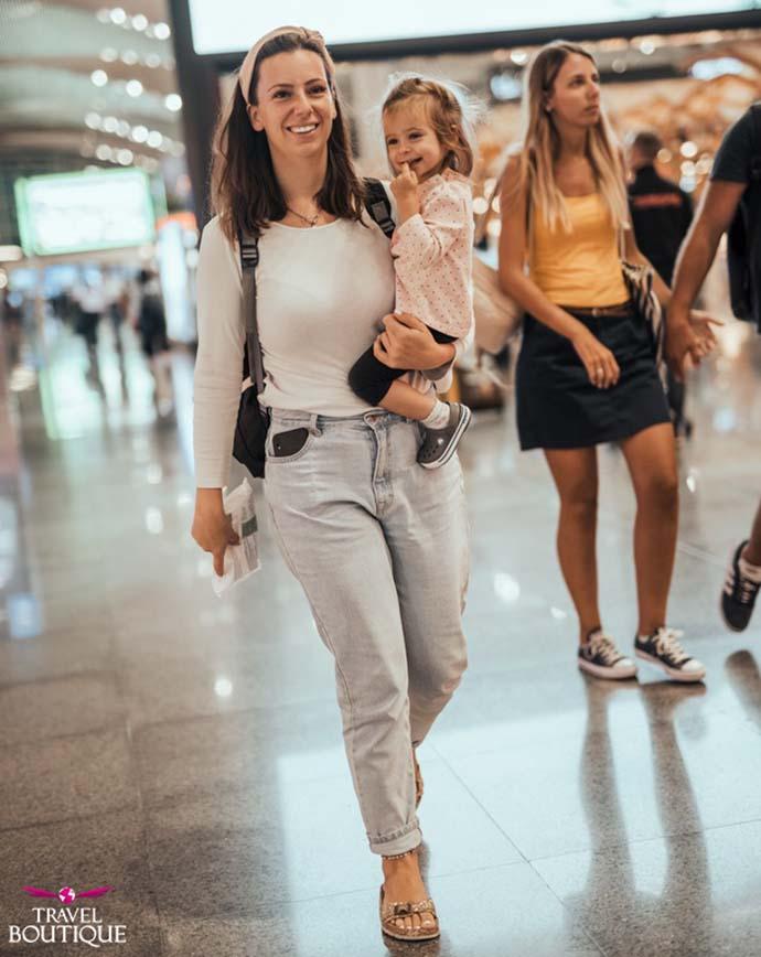 žena i dete se smeju