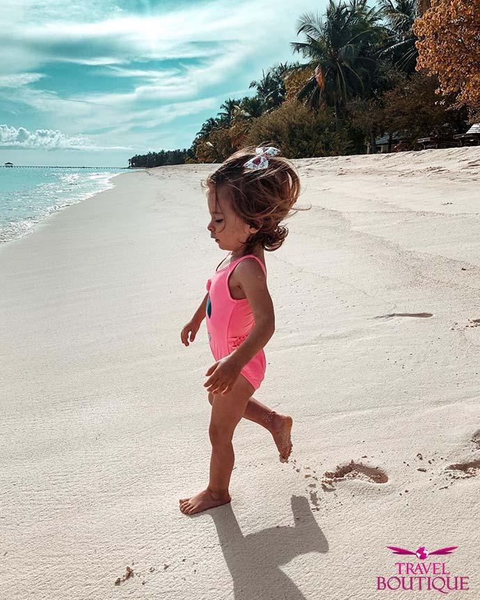 beba na Maldivima