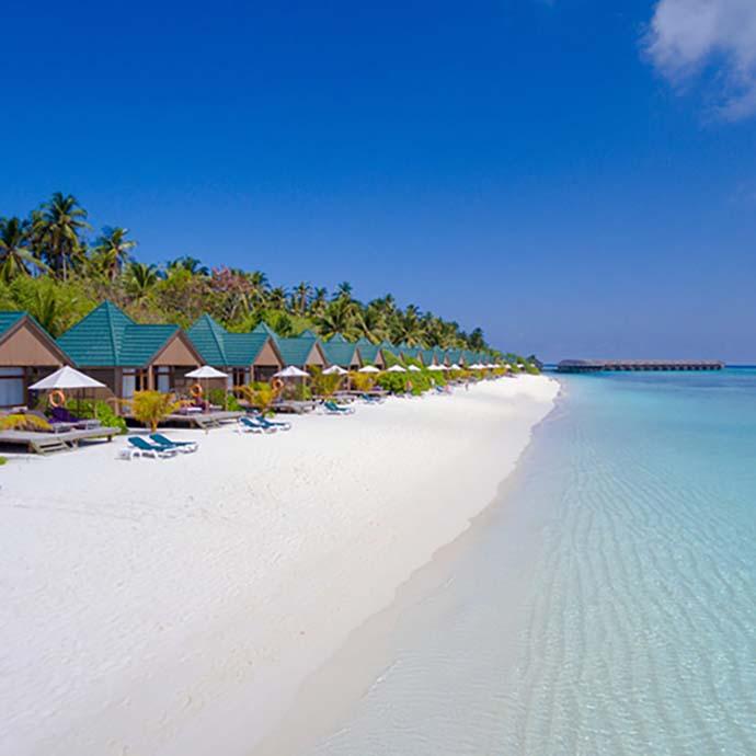 red bungalova na plaži