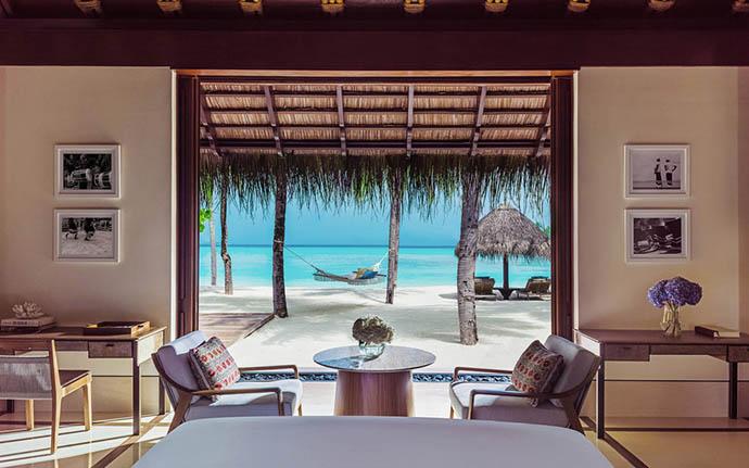 soba sa pogledom na ležaljku i more