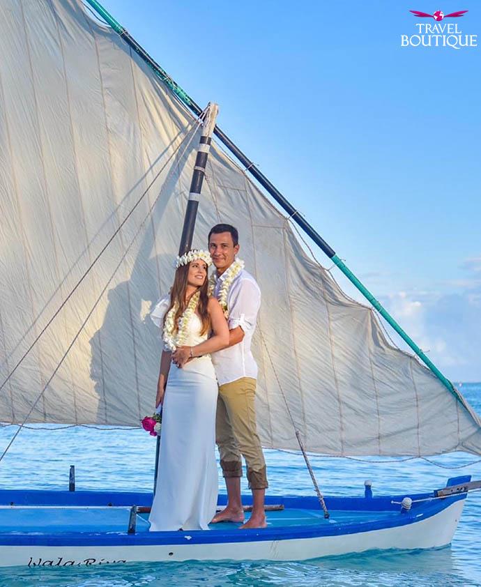 muškarac i žena na brodu