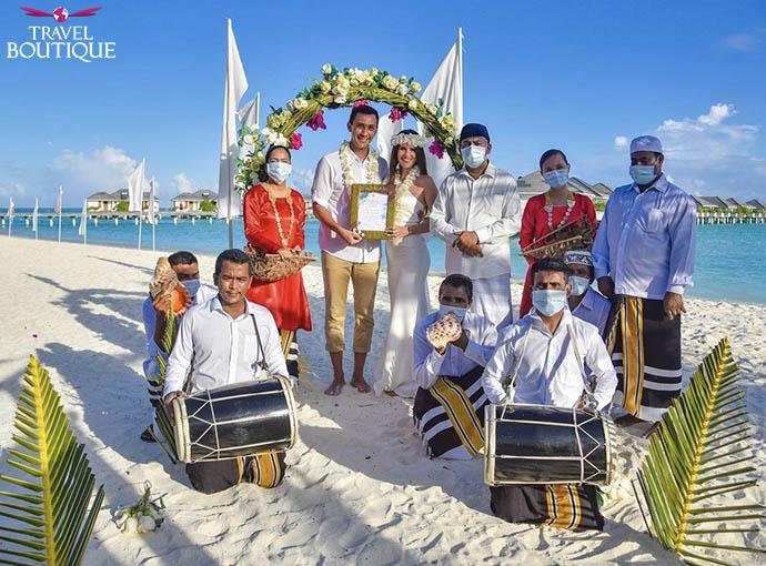 grupa ljudi na plaži
